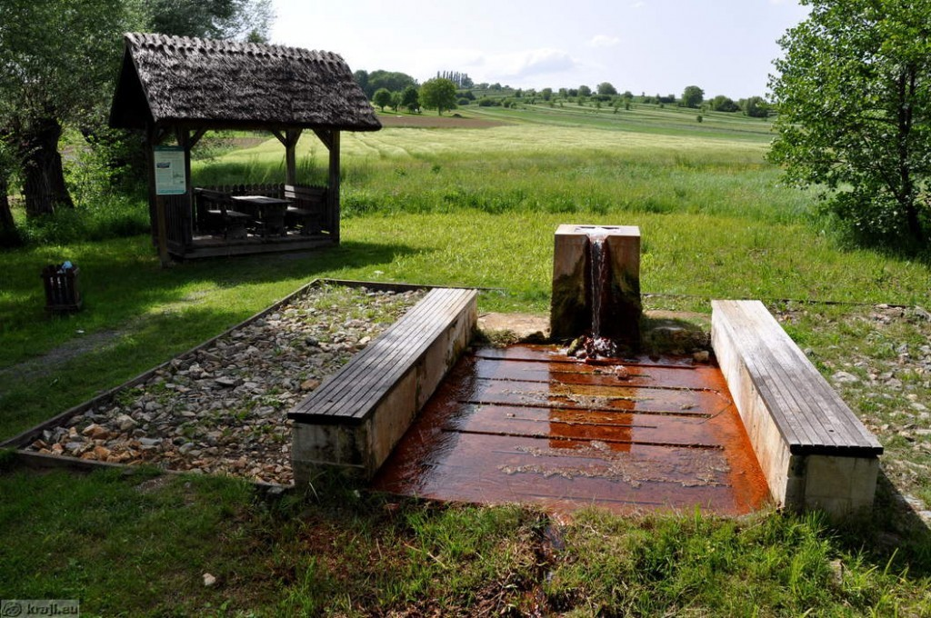 Quelle für natürliches Mineralwasser