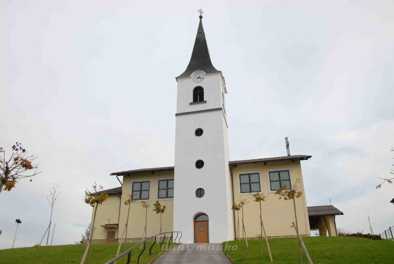 Župnijska cerkev Sv. Helene